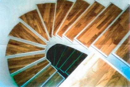 Renovierung Starnberg - Treppenbelag Parkett mit Aluprofil